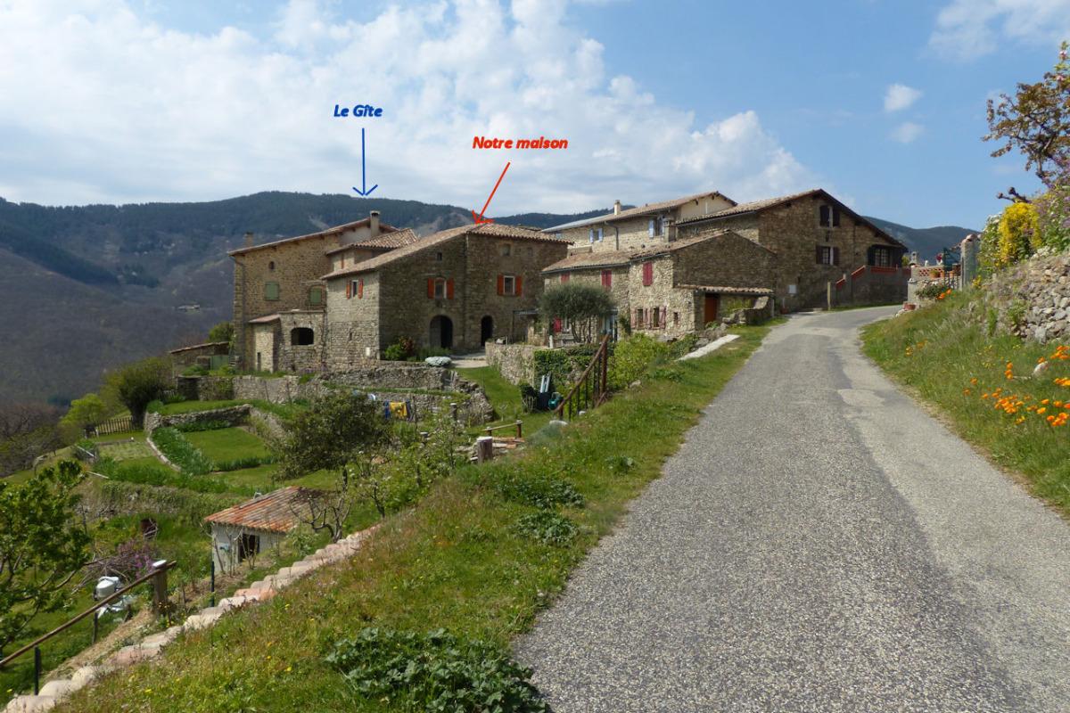 L'arrivée au hameau du Monteil - Location de vacances - Laboule