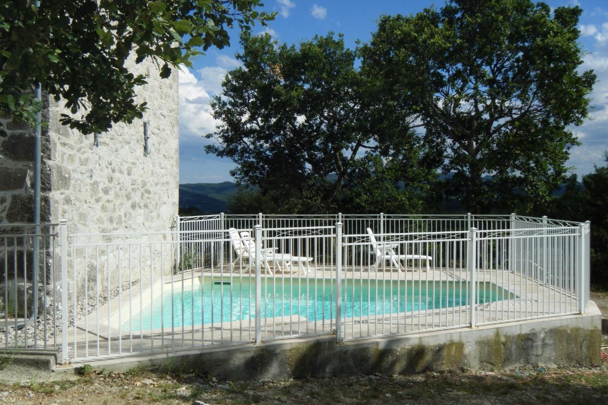 Le Piepassou - La piscine - Location de vacances - Labeaume