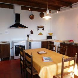 Le Piepassou - La cuisine - Location de vacances - Labeaume