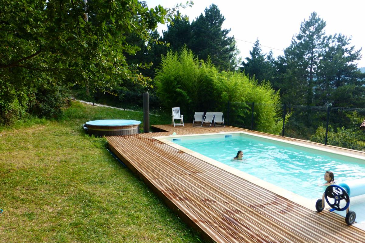 nouvelle piscine chauffée 4-7m, 1m50 profondeur dès mai 2020- barrières de sécurité et portillons prévu - Location de vacances - Darbres