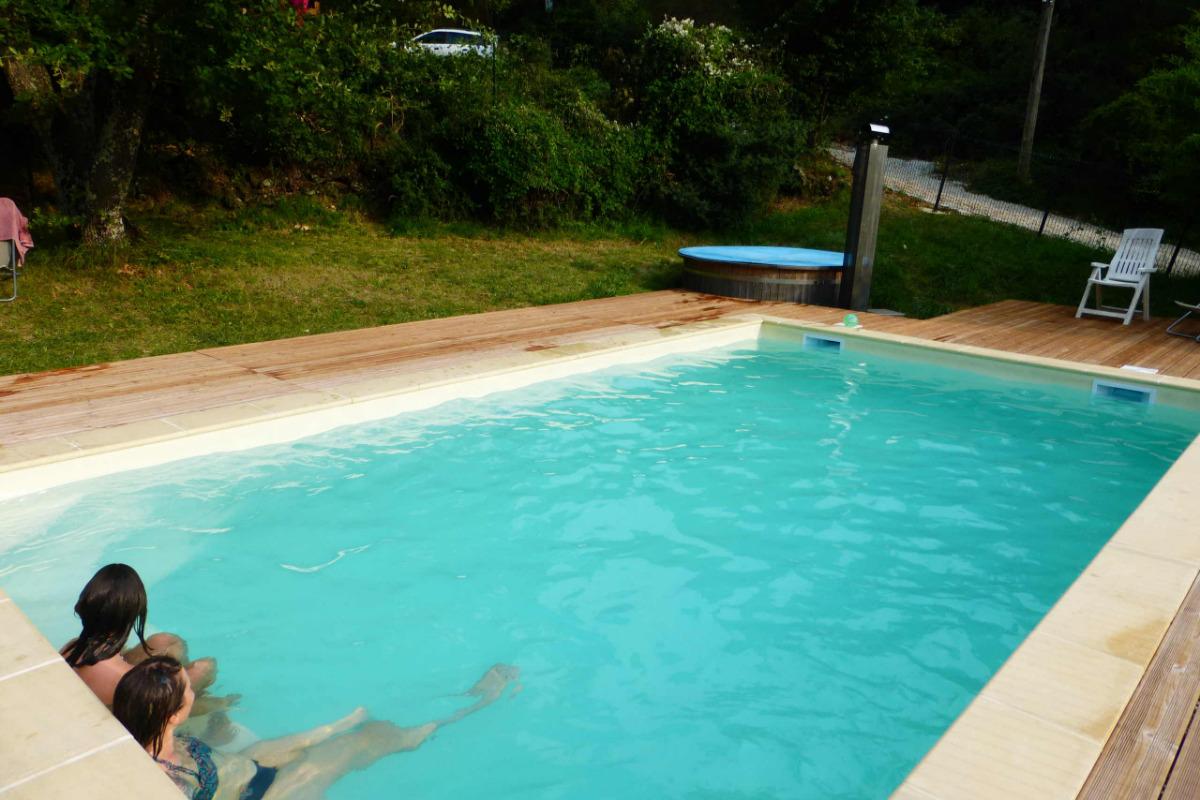 piscine avec banquette intégrée - Location de vacances - Darbres