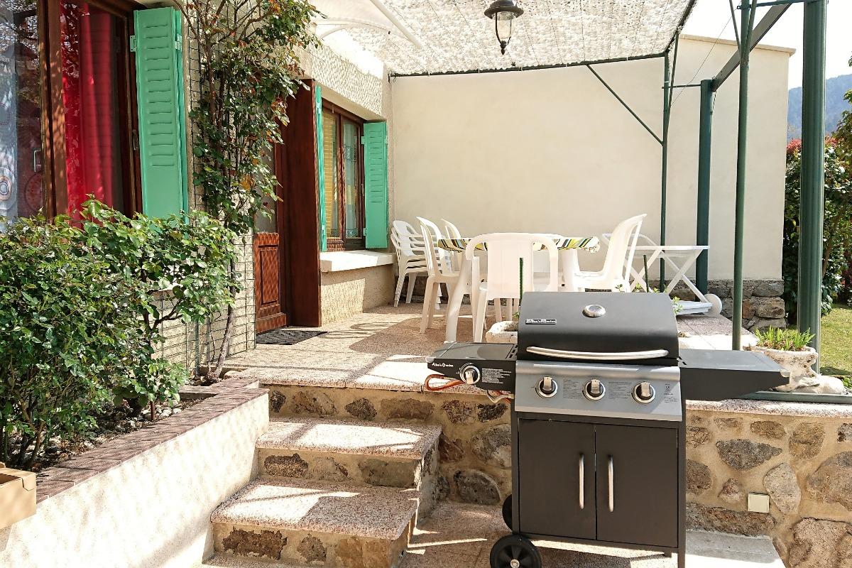 Terrasse devant Chambre 1 et 2 - Location de vacances - Les Ollières-sur-Eyrieux