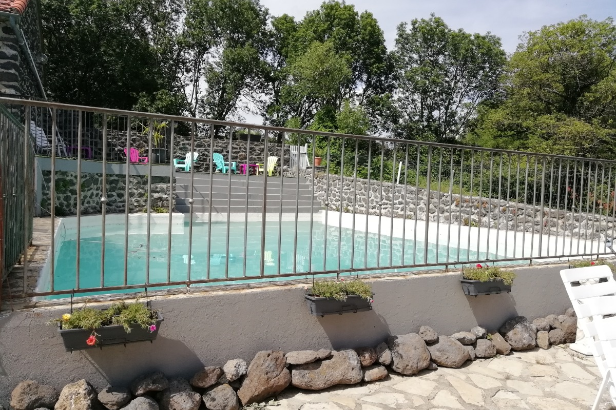 Grande piscine commune  - Location de vacances - Saint-Pons