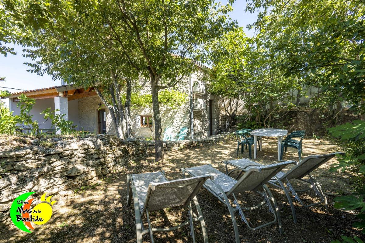 Deschanel Gite Dans Maison En Pierre Avec Terrasse Couverte Et