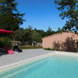 Piscine privée au sel - Location de vacances - Saint-Alban-Auriolles
