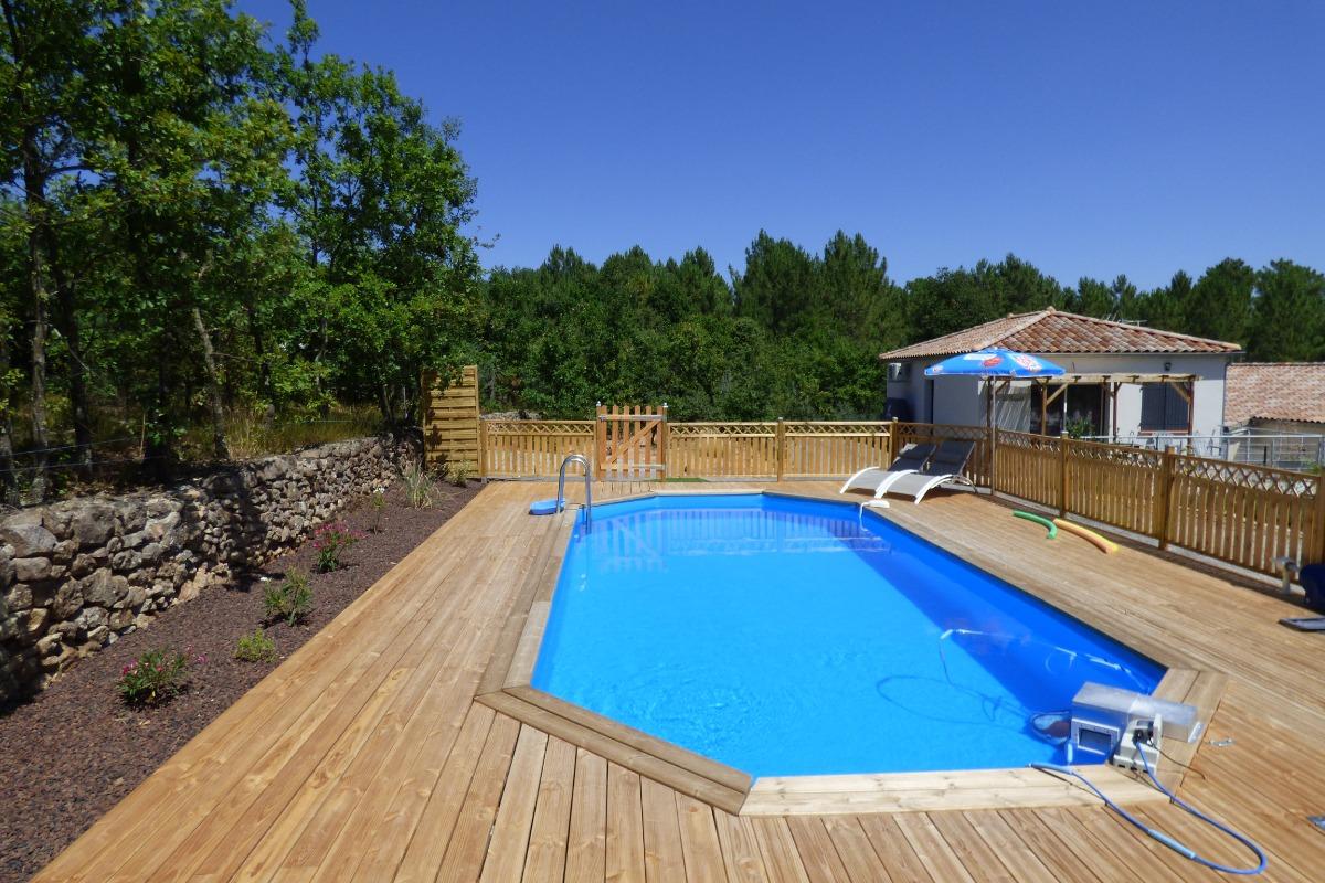 piscine 9x4m avec terrasse en bois de 80m² - Location de vacances - Payzac