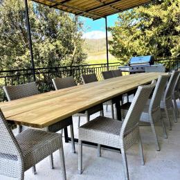 chambre avec 1 lit 140 et 1 lit bébé avec dressing et tv - Location de vacances - Alba-la-Romaine