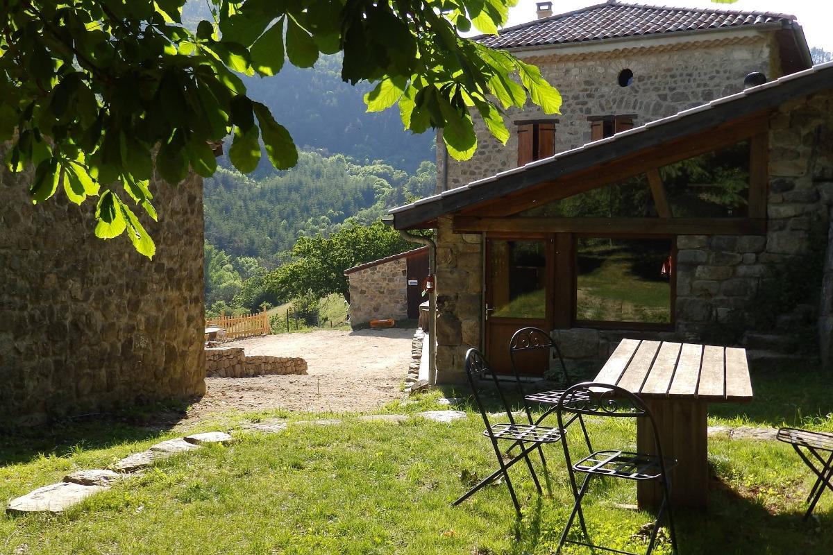 Terrasse sous le marronier - Location de vacances - Pailharès
