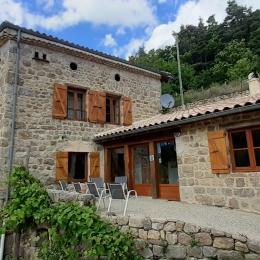 Terrasse à l'entrée - Location de vacances - Pailharès