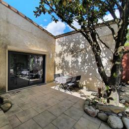 Terrasse privée avec salon de jardin - Location de vacances - Vallon-Pont-d'Arc