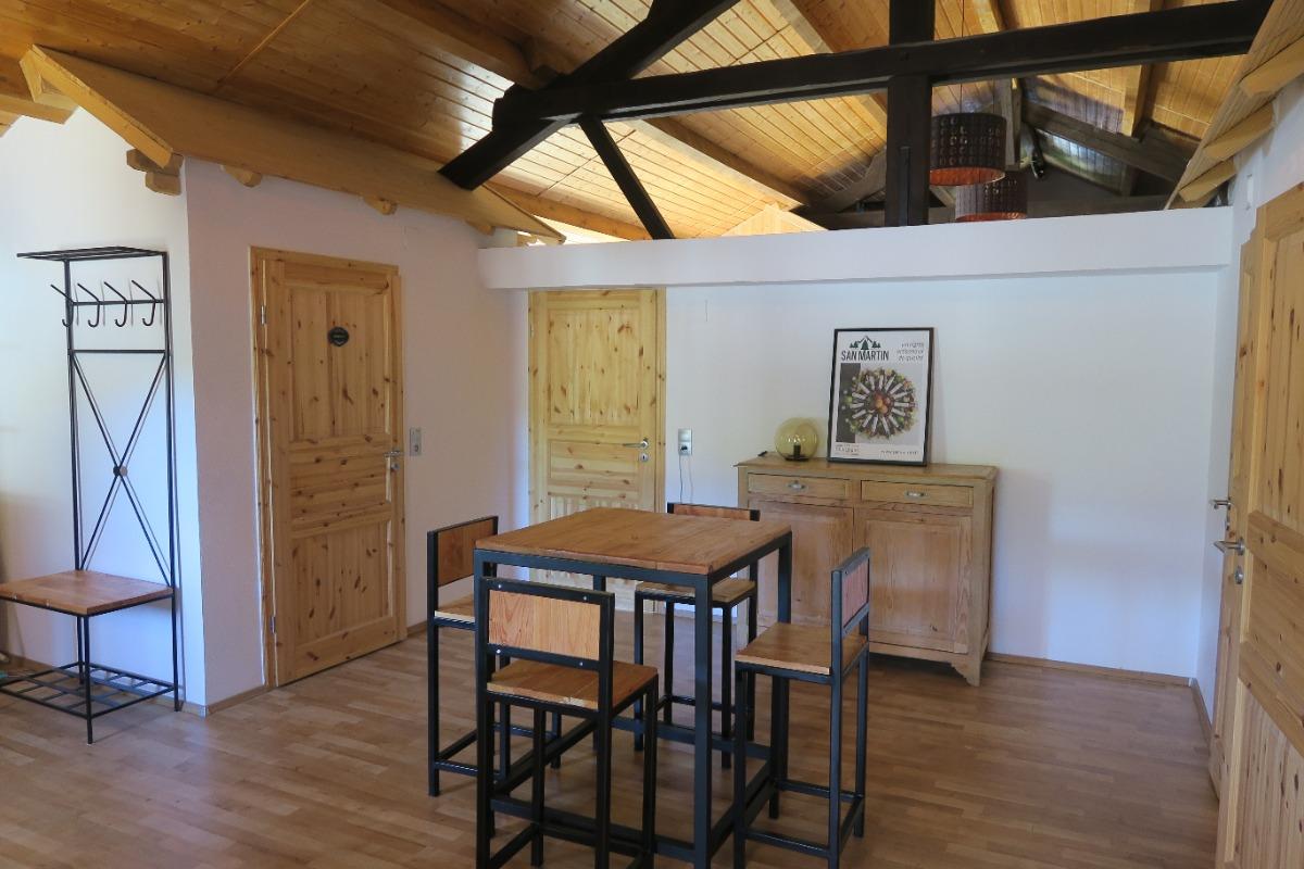 Vue n° 1 de la salle de séjour + coin salon - Location de vacances - Vitrey-sur-Mance