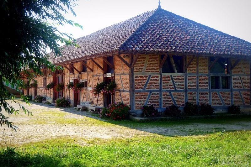 La Grange Rouge Façade Nord-est - Location de vacances - La Chapelle-Naude