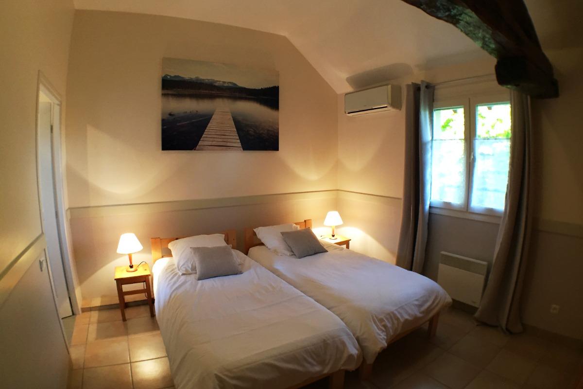 La chambre indépendante lit 160 - Location de vacances - Flacey-en-Bresse