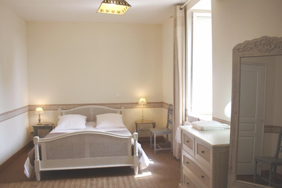 chambre Sud - Location de vacances - La Chapelle-Saint-Fray