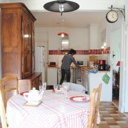 Cuisine et coin repas - Location de vacances - Bessé-sur-Braye