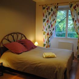 Chambre 1 donnant sur le bois - Location de vacances - Bessé-sur-Braye