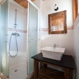location Le Génépi - station de ski Albiez Montrond en Savoie - Douche chambre parentale - Location de vacances - Albiez-Montrond