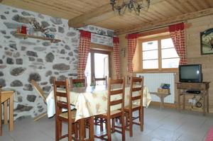 Gite Chez Paul hameau en direction de la station de ski de La Toussuire - domaine skiable Les Sybelles en Savoie - pièce de vie  - Location de vacances - Fontcouverte-la-Toussuire