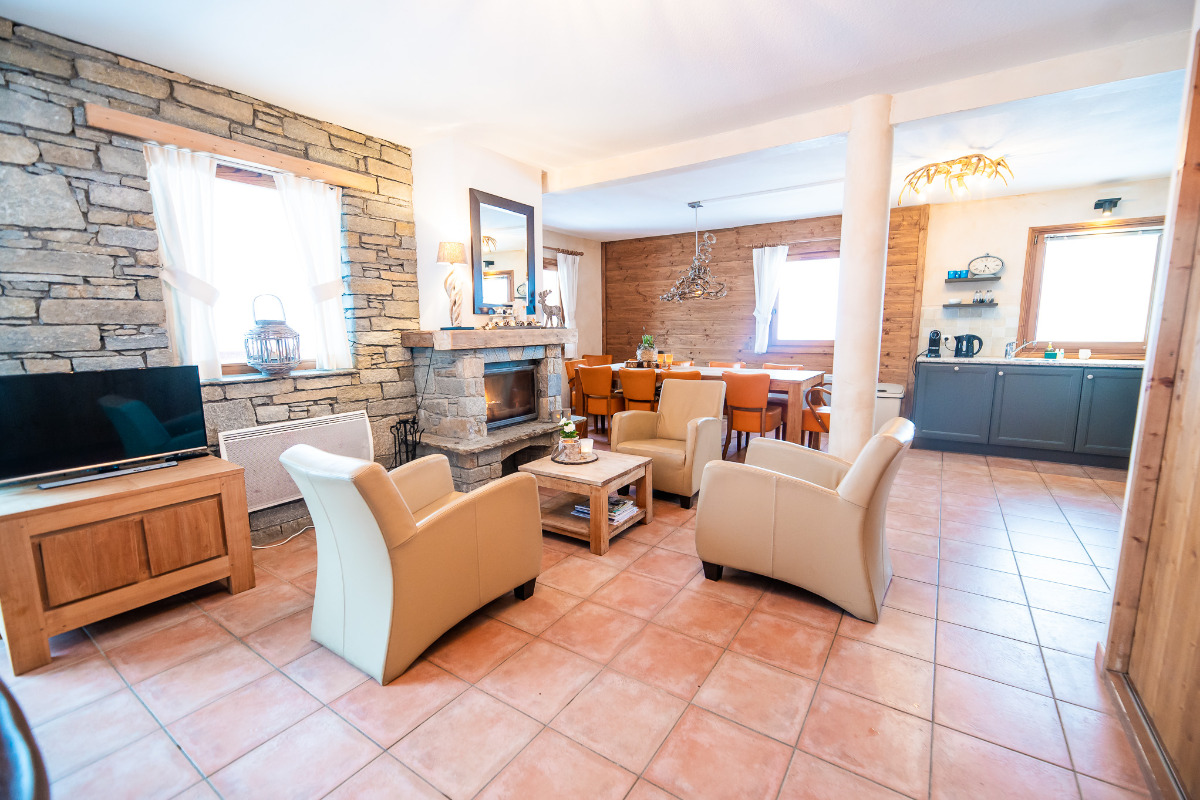 le salon avec vue sur la cuisine - Location de vacances - Saint-François-Longchamp