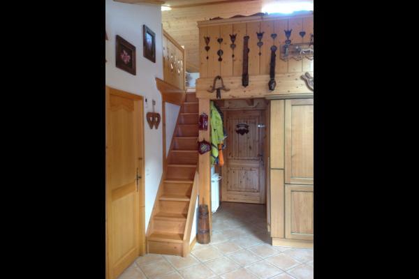 Entrée avec notre nouvel escalier, facile d'accès à notre mezzanine - Location de vacances - Pralognan-la-Vanoise