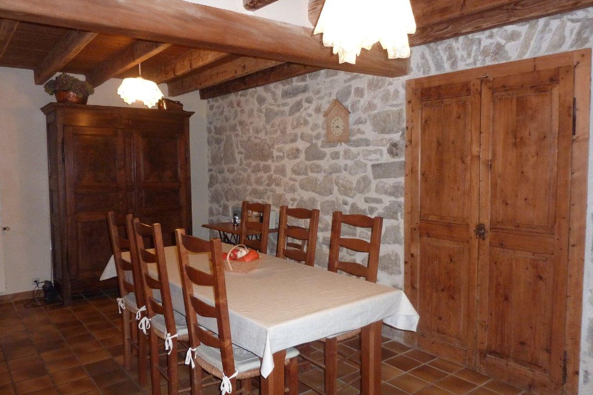 Espace repas - Location de vacances - Saint-Jean-de-Couz