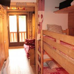 Entrée avec lits en alcôve - Location de vacances - Saint-Pancrace