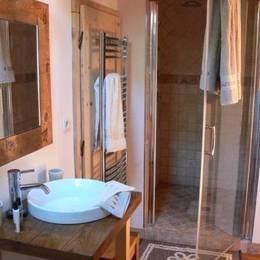 La salle d'eau de la chambre d'hôtes Panorama - Chambre d'hôtes - Plagne Tarentaise