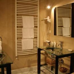 salle de bain rose des sables - Chambre d'hôtes - Lépin-le-Lac