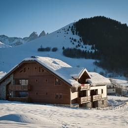 Ours 3 - Appartement tout confort décoré ambiance chalet de montagne en Savoie avec piscine - Location de vacances - Albiez-Montrond