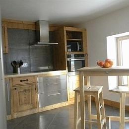 La cuisine entièrement équipée.     The kitchen. - Location de vacances - Albiez-Montrond