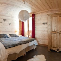 Chambre 1 avec lits 90+90x200, avec salle de douche et wc Bedroom 1 with king size beds and showeroom and toilet.  - Location de vacances - Albiez-Montrond