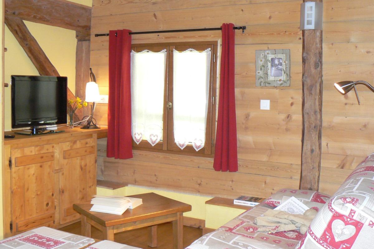 Location maison dans les Bauges - pièce à vivre salon - Location de vacances - Arith