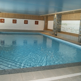 Appartement de charme dans résidence chalet avec piscine à Crest Voland - Piscine de la résidence - Location de vacances - Crest-Voland