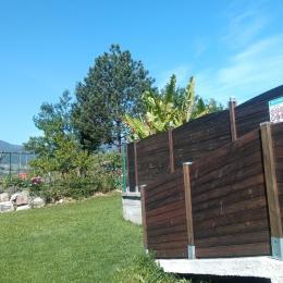 Entrée de la piscine et vue sur le Mont Granier - Location de vacances - Les Marches