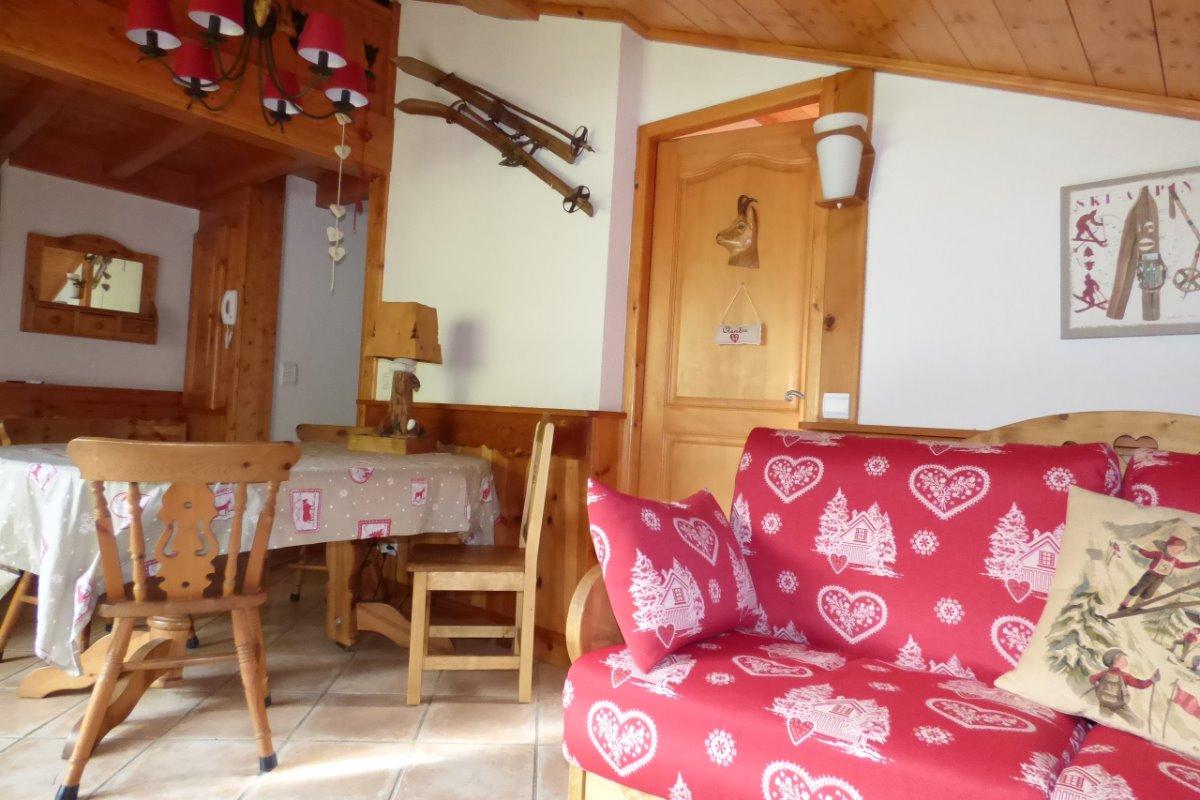 La table de séjour, rouge savoyard