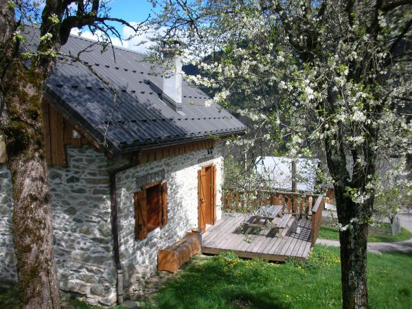 Chalet Le Ramoneur -Saint Alban des Villards -Savoie - terrasse  - Location de vacances - Saint-Alban-des-Villards