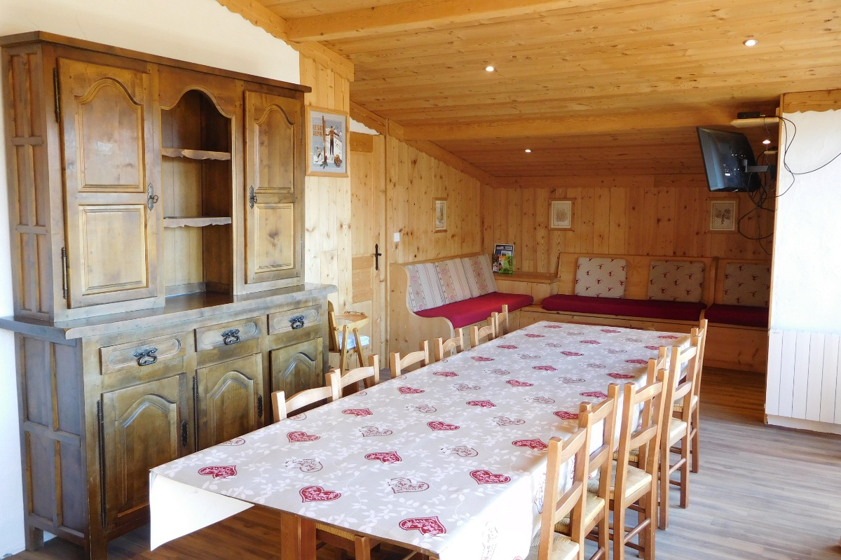 Appartement 1er étage Chalet la Troïka - station familiale la Toussuire Domaine skiable Les Sybelles - séjour et coin salon attenant - Location de vacances - La Toussuire