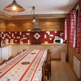 Appartement dans chalet station de ski à la Toussuire en Savoie - La Troïka - coin salon - Location de vacances - La Toussuire