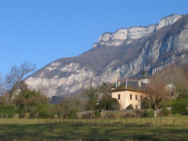Belle demeure, au sein du village, entre montagne des Bauges et lac du Bourget - Location de vacances - Méry