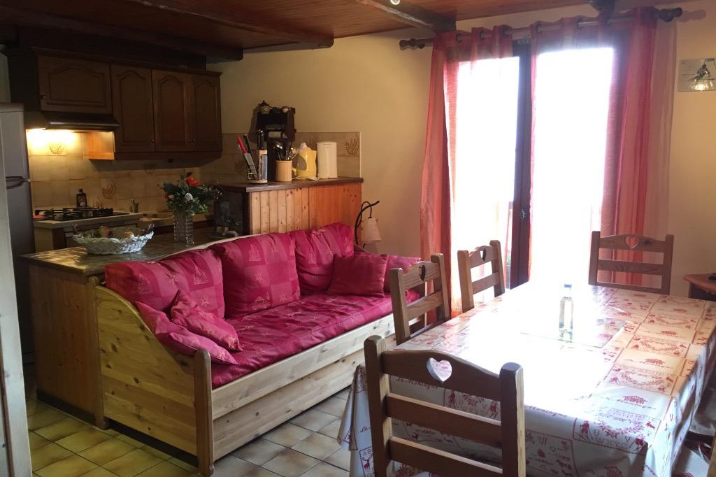 Chalet Lou Murgis - station de ski Saint Sorlin d'Arves en Savoie - domaine skiable Les Sybelles -salle à manger et coin cuisine  - Location de vacances - Saint-Sorlin-d'Arves