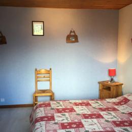 Chalet Lou Murgis - station de ski Saint Sorlin d'Arves en Savoie - domaine skiable Les Sybelles - chambre avec lit double - Location de vacances - Saint-Sorlin-d'Arves