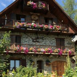 Chalet Lou Murgis en été: Appartement RDC  pour 4 personnes (maison de villageà dans station familiale en Savoie à Saint Sorlin d'Arves - Location de vacances - Saint-Sorlin-d'Arves