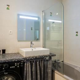 Hall d'entrée avec armoire coulissante vitrée - Location de vacances - Le Bourget-du-Lac