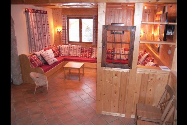Chalet Le Loup Blanc - Station La Toussuire en Savoie - Vue sur salon - Location de vacances - La Toussuire