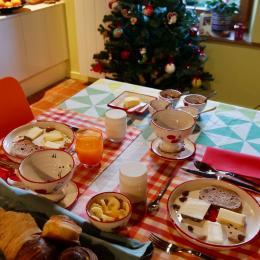 Petit-déjeuner gourmand de la Suite L'étoile à L'émeraude des Alpes, chambres d'hôtes du Désert en Chartreuse - Chambre d'hôtes - Entremont-le-Vieux