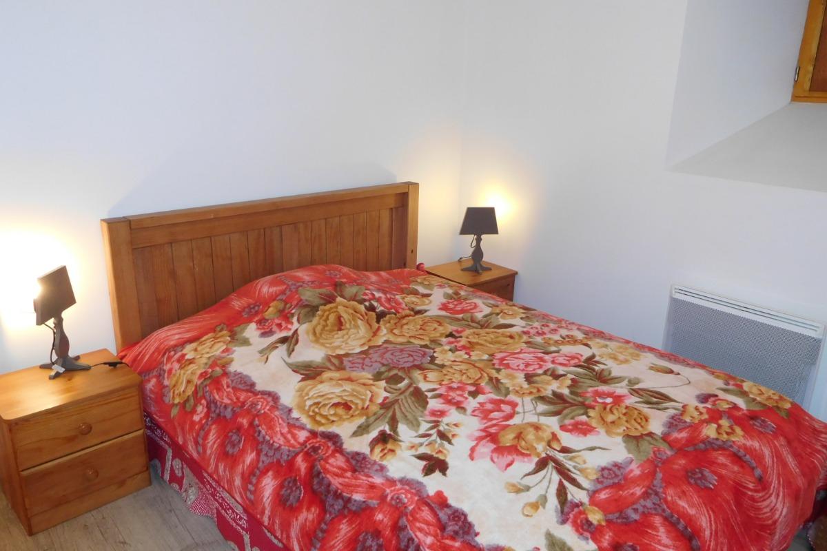 Chalet Milliat - Appartement Chamois - Station familiale Saint Sorlin d'Arves - Domaine skiable Les Sybelles en Savoie - Chambre 3 - lit double - Location de vacances - Saint-Sorlin-d'Arves