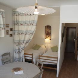Entrée et séjour - résidence Apollo - Le Corbier en Savoie  - Location de vacances - Villarembert