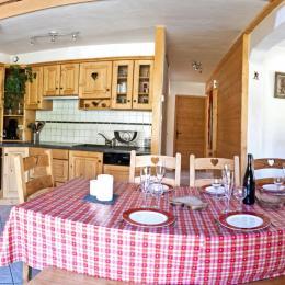 La cuisine et le coin repas The kitchen and the dining area - Location de vacances - Albiez-Montrond