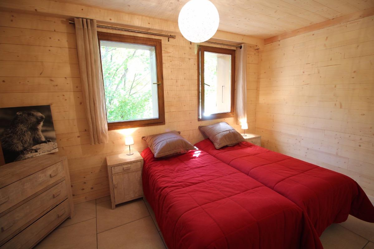 Chalets des Fées - Chambre lits simples - Location de vacances - Saint-François-Longchamp