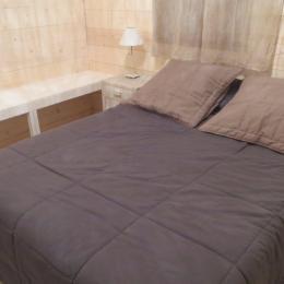 Chalets des Fées - chambre lit double - Location de vacances - Saint-François-Longchamp